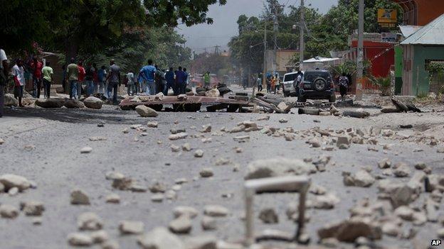 Supporters of Haiti's former President Jean-Bertrand Aristide set up barricades in Port-au-Prince, Haiti, August 14, 2014.