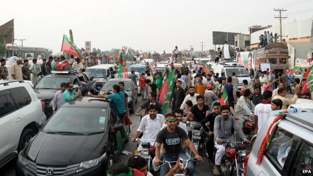 Supporters of Imran Khan, a Cricketer-turned politician and head of opposition party Pakistan Tehrik-e-Insaf