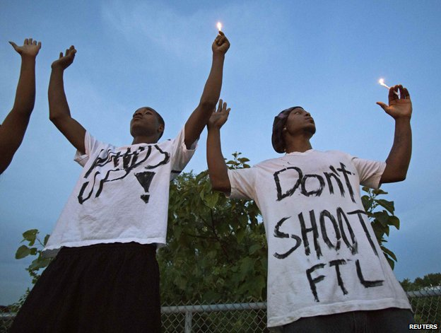 Candle-light vigil in US town of Ferguson following shooting of Michael Brown Jr