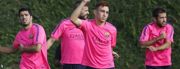 Luis Suarez trains with Barcelona