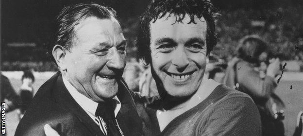 Bob Paisley embraces Ian Callaghan in 1977
