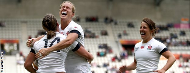 England captain Katy Mclean (R) and Danielle Waterman of England (C) celebrate with Katherine Merchant of England (L)