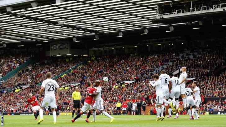 Manchester United's Wayne Rooney takes a free kick