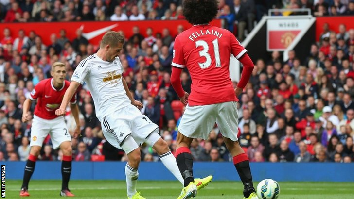 Gylfi Sigurdsson of Swansea City scores his team's second goal
