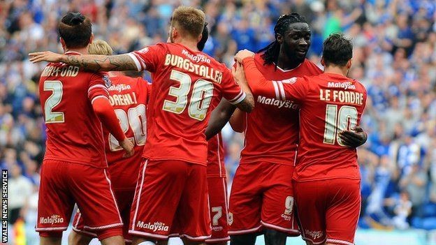 Kenwyne Jones celebrates with his Cardiff team-mates