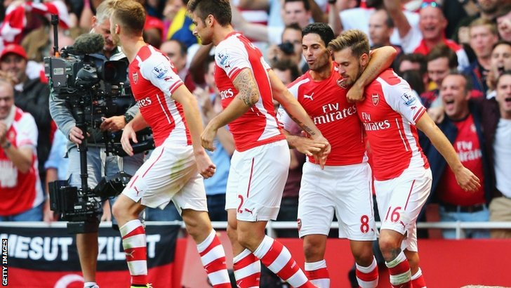 Aaron Ramsey of Arsenal celebrates his goal with teammates