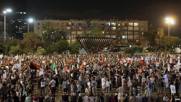 Israelis at a peace rally in Tel Aviv, 16 August 2014