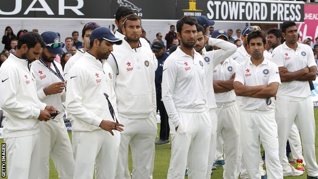 India look dejected after losing the final Test