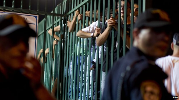 Extreme right-wing Jews behind bars as police keep several hundred protestors away from a wedding hall in Rishon Lezion, Israel, 17 August 2014 where the wedding of Moral and Mahmud Mansour is taking place.