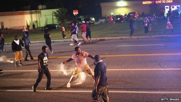 Demonstrators in Ferguson (17 August 2014)