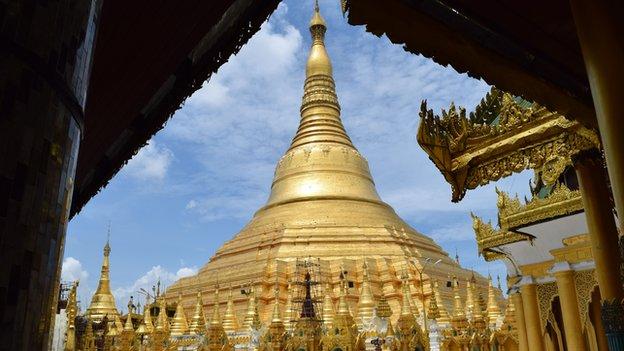 Picture of Schwedagon Pagoda in Yangon