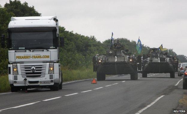 Ukrainian forces patrol Donetsk region (18 August)