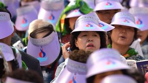 Catholic worshippers gather prior to a mass by Pope Francis at Gwanghwamun Square in central Seoul on 16 August 2014.