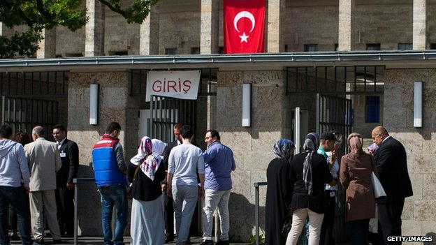 Turks in Germany queue up to vote in the Turkish elections