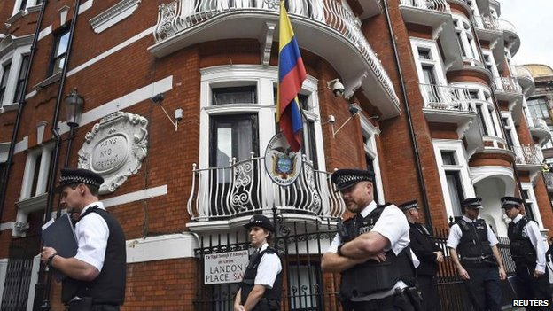 Police officers outside the Ecadorean embassy