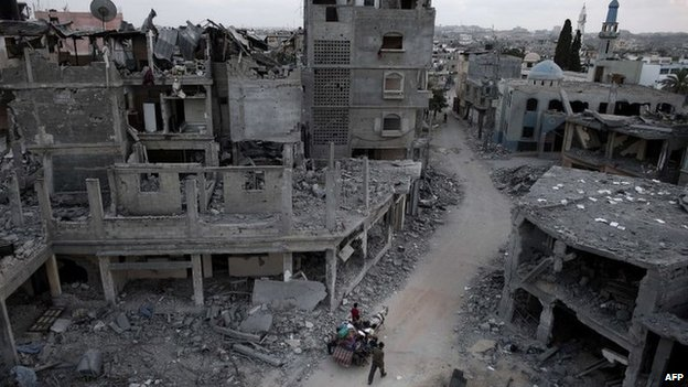 Damaged buildings in the northern Gaza Strip town of Beit Hanoun (18 August 2014)