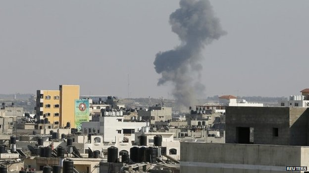 Smoke rises from Gaza after what witnesses said was an Israeli air strike (19 August 2014)