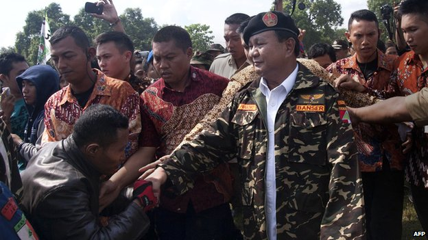 Indonesian presidential candidate Prabowo Subianto shakes hands with a supporter as he campaigns in Mojokerto, in eastern Java island on 24 June, 2014