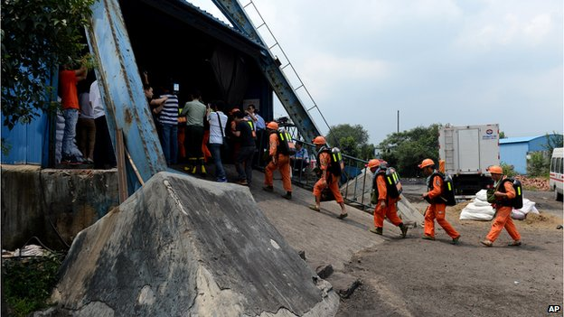 Rescuers prepare to go into the Dongfang Coal Mine in Xiejiaji District of Huainan City in China's eastern Anhui Province on 19 August, 2014