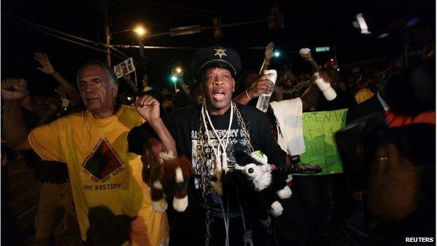 Demonstrators protest the shooting death of Michael Brown, in Ferguson, Missouri August 19