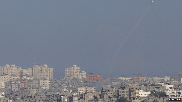 A rocket is launched from the Gaza Strip towards Israel (20 August 2014)