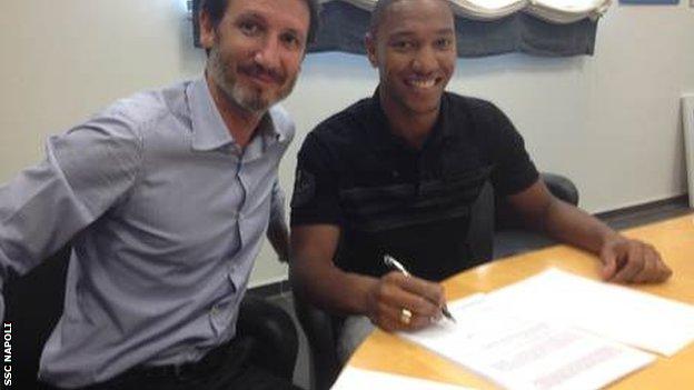 Jonathan De Guzman signs for Napoli