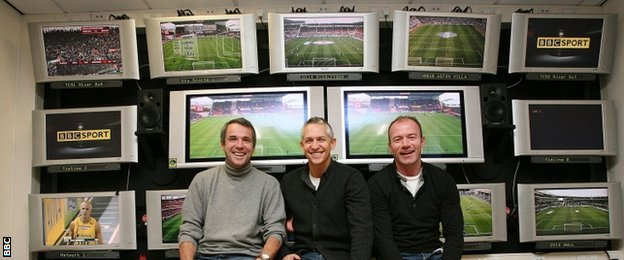 Lineker with pundits Alan Hansen and Alan Shearer, and screens showing Premier League grounds around the country, ahead of a show in 2009