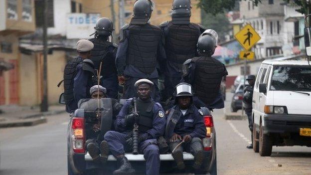 77058026 77058024 Liberia troops enforce Ebola lockdown