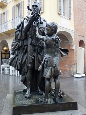 A statue in central Cremona