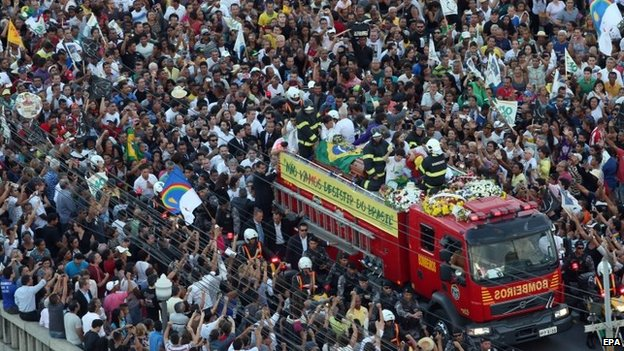 Thousands of people escort the coffin of late Brazilian presidential candidate Eduardo Campos during his funeral in Recife, Brazil, 17 August 2014.