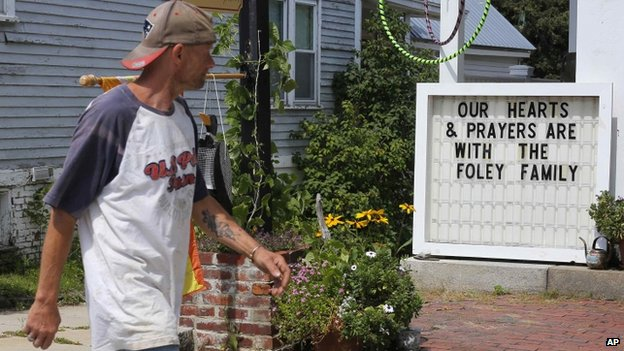A sign outside a shop remembers James Foley in his hometown of Rochester, New Hampshire. Photo: 20 August 2014