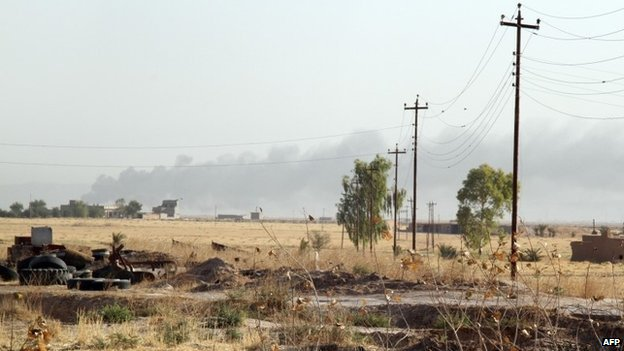 Smoke rises into the air during clashes between jihadist militants and Shia Turkmen fighters around Amerli, Iraq (4 August 2014)