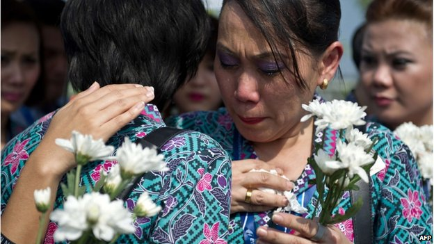 Malaysia Airlines flight attendants cry during the arrival of the coffins at Kuala Lumpur airport. Photo: 22 August 2014