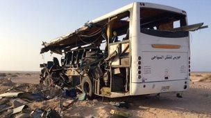 Wreckage of crashed tour bus (22/08/14)