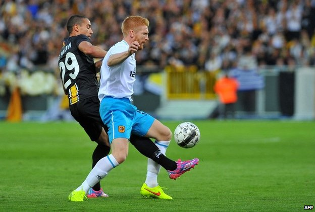 Lokeren's Nill De Pauw (left) and Hull City's Paul McShane