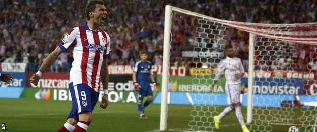 Mario Mandzukic scores for Atletico