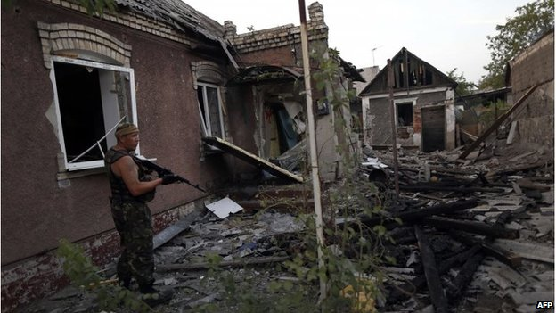 A Ukrainian rebel controls an area after a shelling in Donetsk, 22 August 2014
