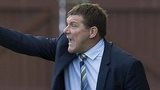 St Johnstone manager Tommy Wright urges his side on against Aberdeen.