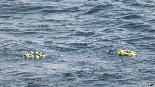 Wreaths in sea