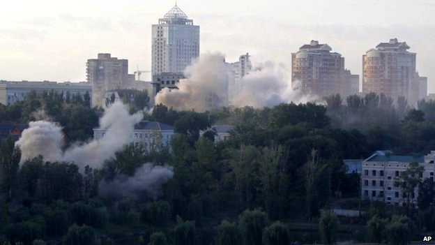 Smoke billows over Donetsk (24 August 2014)