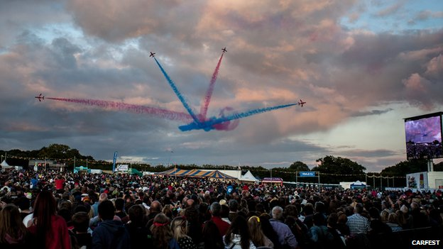 Red Arrows at Carfest