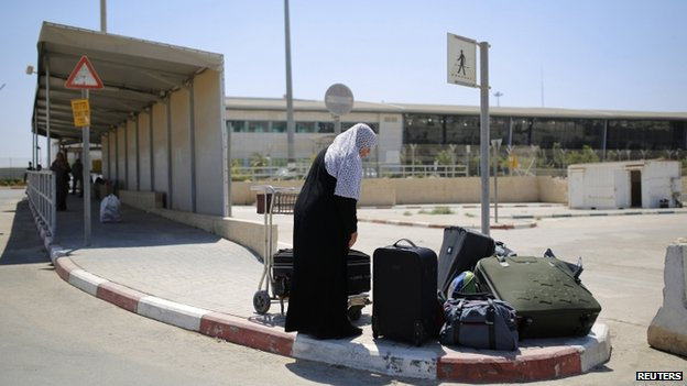 File photo of a Palestinian woman at the Erez crossing (6 August 2014)
