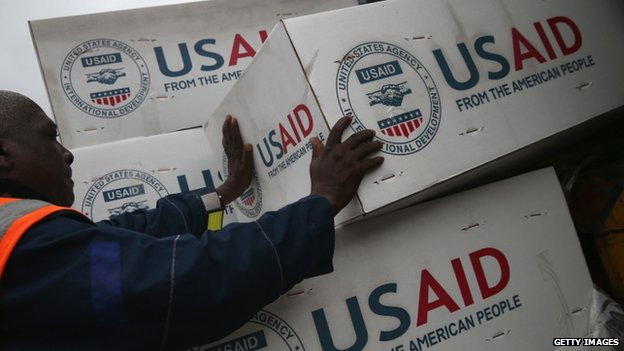 Workers unload medical supplies from a USAID cargo flight in Liberia (24 August 2014)