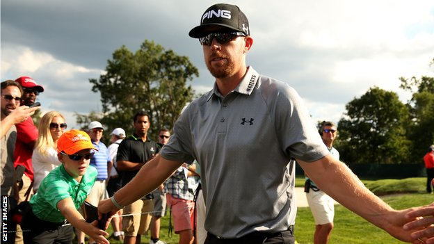 Hunter Mahan in final-round action at The Barclays