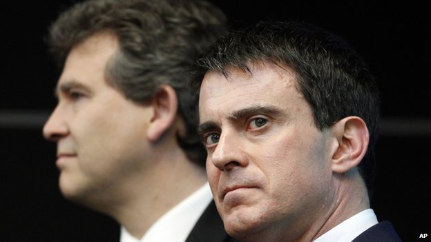 Manuel Valls (R) with Arnaud Montebourg (L)  (file pic April 2014)