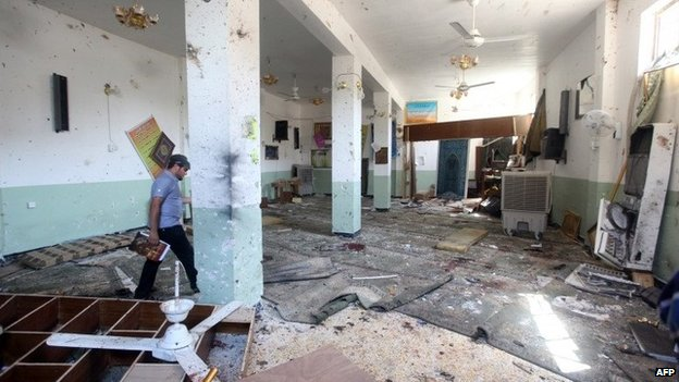 Aftermath of suicide bomb attack on Shia mosque in New Baghdad (25 August 2014)