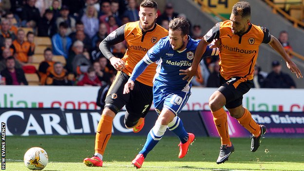 Adam Le Fondre squeezes past two Wolves defenders