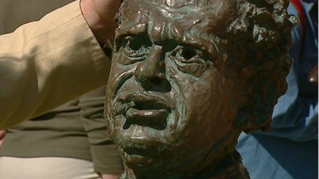 Bust of Dylan Thomas on BBC Antiques Roadshow