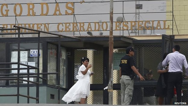 Leidy Figueroa arrives for her wedding ceremony in Piedras Gordas penitentiary on 4 July, 2014