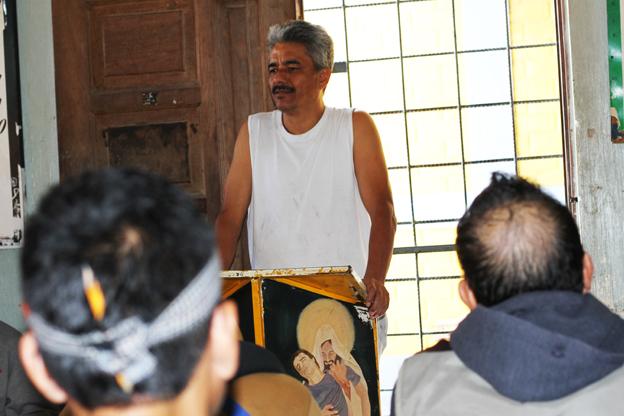 Freddie speaking to other internees